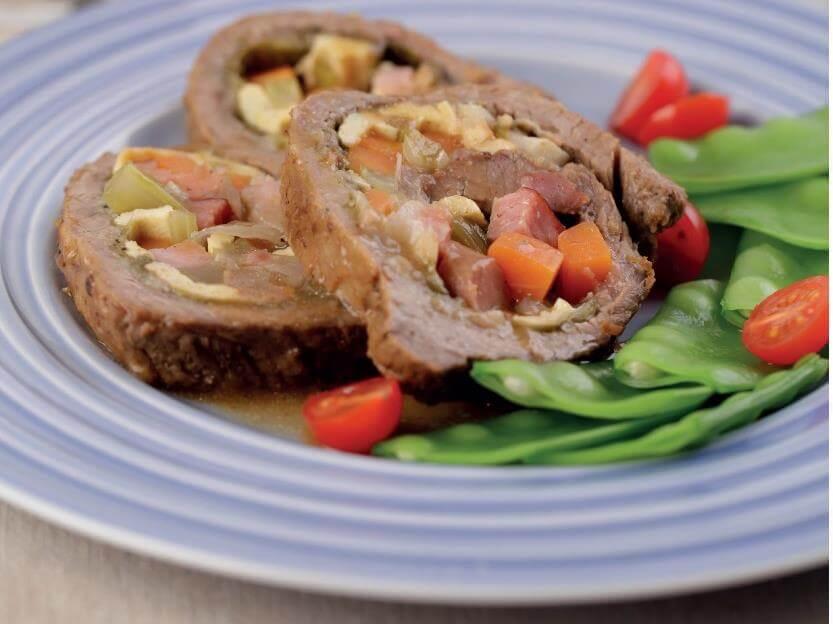 Rocambole de carne com legumes