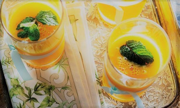 Cocktail de manga e laranja com rum
