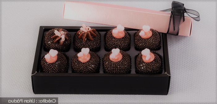 Brigadeiro gourmet de chocolate e morango