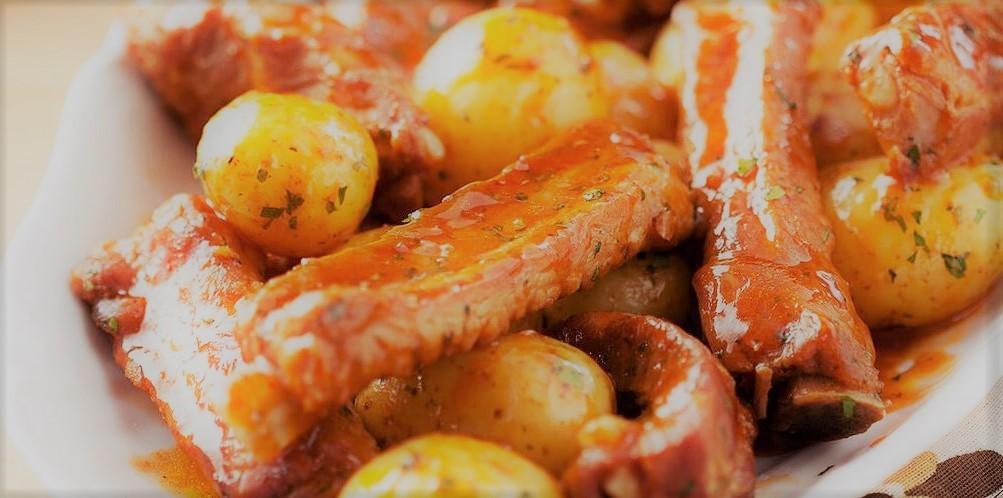 Costelinha de porco com batatas