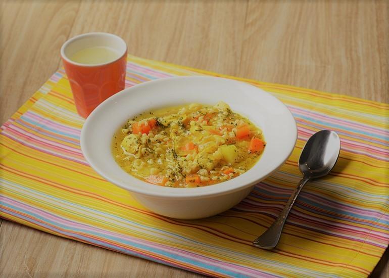 Sopa de Frango com Legumes, Curry e Salsa