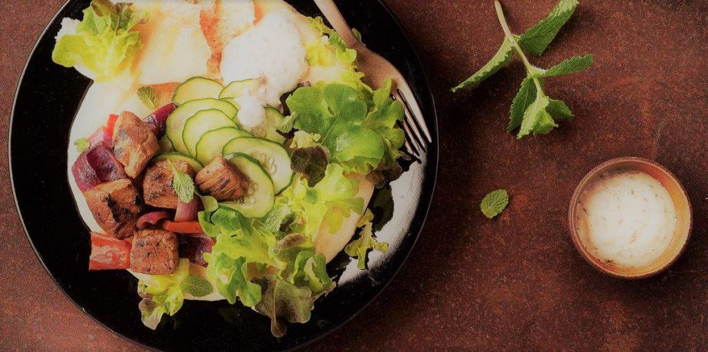 Kebab de Pernil com Molho de Hortelã